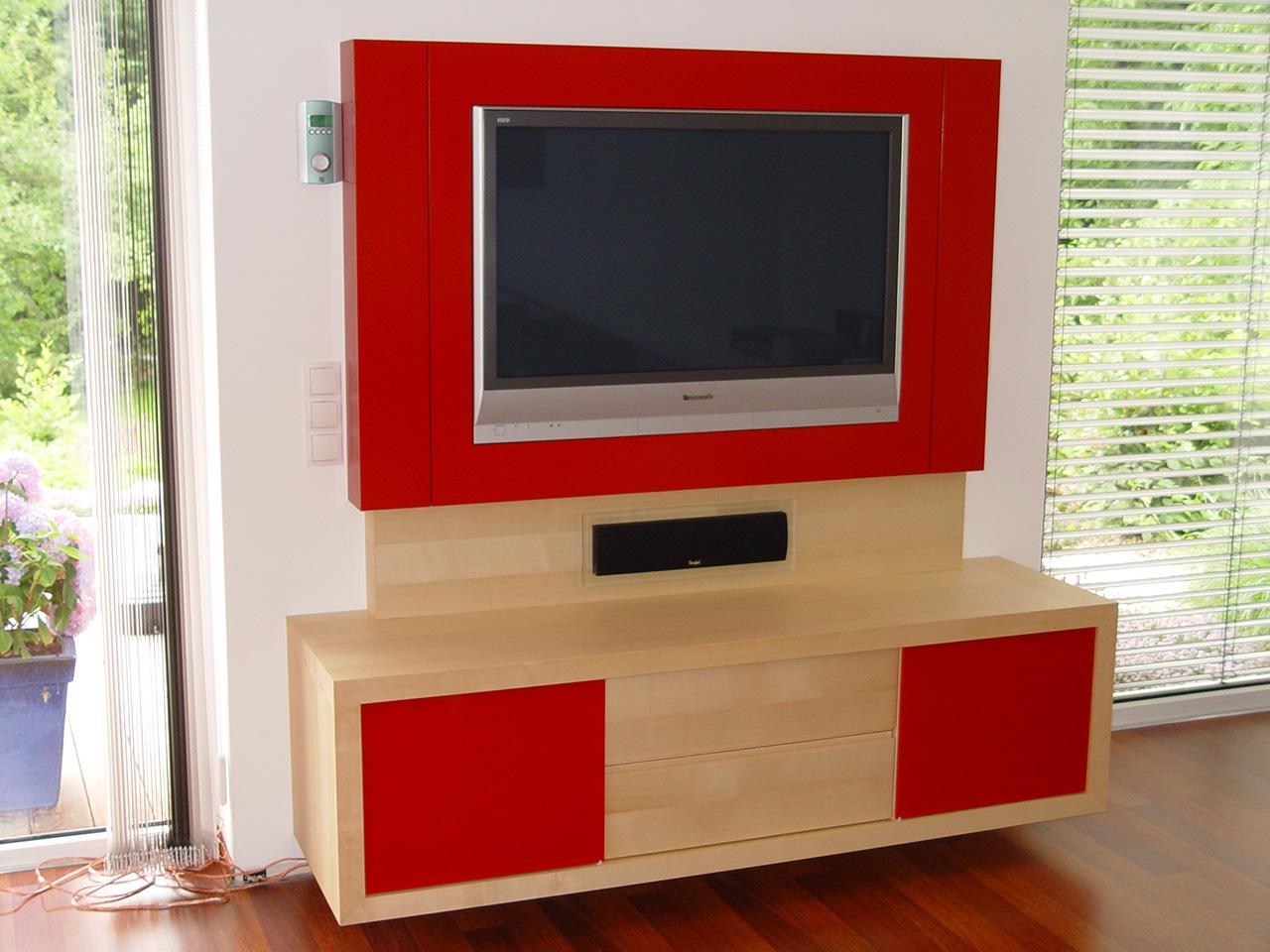 A10-TV--Wand-in-Ahorn-Furnier--lackiertem-Holz-und-Glas