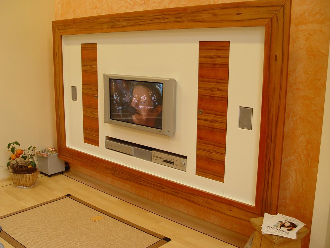 A18-TV--Wand-in-Schleiflack-und-Indischer-Apfel